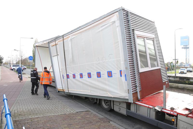 Enorme verkeerschaos na aanrijding tussen vrachtwagen en viaduct Delftsestraatweg Delfgauw - district8.net
