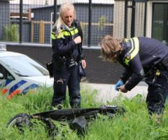 24 mei Politie haalt mogelijk gestolen scooter uit het water Delft