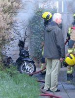 13 april Scooter in brand gevlogen in schuur, flinke rookwolken Marie Besstraat Delft [VIDEO]