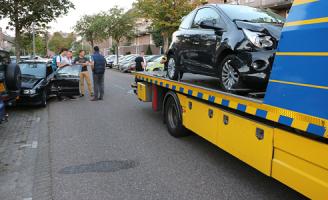 11 september Flinke schade na ongeval als gevolg van laagstaande zon Latijns-Amerikalaan Delft [Video]
