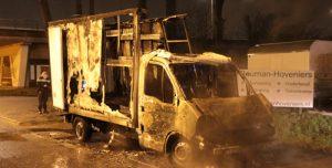 27 december Bestelbusje gaat in vlammen op Rotterdamseweg Delft