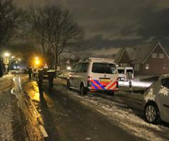 29 januari Politie doet onderzoek in woning Pijnacker, na man met vuurwapen in studio NOS