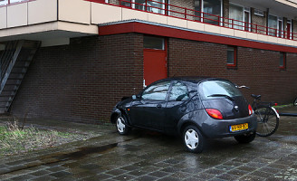 11 februari Vrouw rijdt tegen flat aan Arthur Van Schendelplein Delft