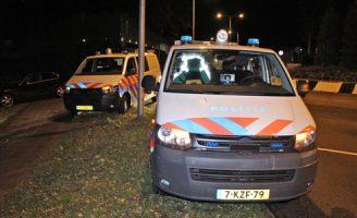 18 november Inzittenden vluchten na crash tegen boom; inzet politiehelikopter Bosweg Naaldwijk