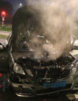 6 juli Rijdende auto gaat in vlammen op Prinses Beatrixlaan Delft