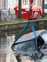 26 januari Voertuig het water ingeduwd Achterom Delft