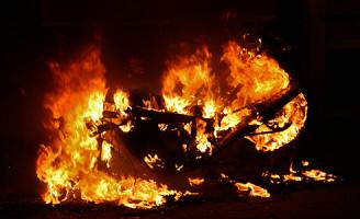 6 april Motor gaat in vlammen op Van Kinschotstraat Delft