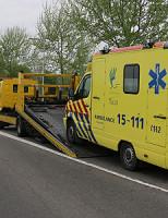 10 april Ambulance rijdt zich stuk op poller Reinier de Graafweg Den Hoorn