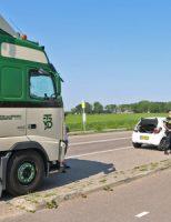 15 mei Flinke schade bij kop-staart aanrijding tussen drie voertuigen Woudseweg Schipluiden