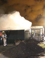 25 november Flinke brand in bouwcontainer achter kassencomplex Overgauwseweg Pijnacker [VIDEO]