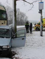 11 december Auto tegen boom na aanrijding met vrachtwagen Poeldijkseweg Den Haag