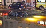 16 december Personenauto raakt te water Brabantse Turfmarkt Delft