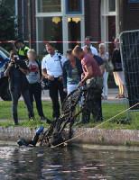 13 juli Duikers arrestatieteam zoeken op Oostsingel.