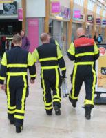 19 maart Brandweer haalt peperdure papegaai van dakje De Hoven Passage Delft