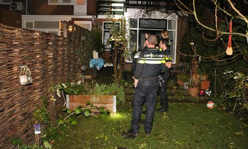 23 november Agenten doorzoeken woning na inbraak Hof van Delftlaan ...