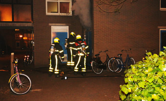 2 mei Veel rook bij brand in opslagruimte Korvezeestraat Delft