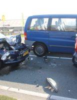 9 april Veel schade bij kop-staart aanrijding tussen 4 voertuigen Maasdijk 'S-Gravenzande