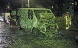 21 november Busje gaat volledig in vlammen op Fluitenbergstraat Den Haag