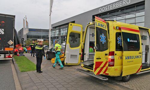 """<h2><a href=""""http://district8.net/17-augustus-man-ernstig-gewond-na-incident-tijdens-laden-en-lossen-s-gravenzandseweg-wateringen-video.html"""">17 augustus Man ernstig gewond na incident tijdens laden- en lossen 'S-Gravenzandseweg Wateringen [VIDEO]<a href='http://district8.net/17-augustus-man-ernstig-gewond-na-incident-tijdens-laden-en-lossen-s-gravenzandseweg-wateringen-video.html#comments' class='comments-small'>(0)</a></a></h2>  Wateringen - Donderdagochtend 17 augustus werdt de ambulancedienst gealarmeerd voor een incident op de 'S-Gravenzandseweg in Wateringen. Tijdens het uitvragen op de meldkamer bleek de situatie dusdanig ernstig dat de"""
