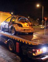 30 november Twee jongens vluchten op scooter na brandstichting auto Cannenburglaan Den Haag [VIDEO]