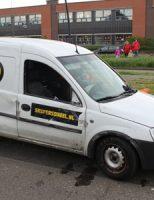 19 april Busje op z'n kant na botsing met stoeprand Laan van Wateringse Veld Den Haag