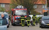 23 april Buurtbewoner met tuinslang blust brand in naaldboom Clematis Monster