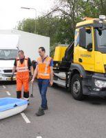 13 mei Kleine vrachtwagen raakt door uitwijkmanoeuvre te water Rijksstraatweg Schipluiden