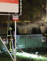 30 april Brandweer blust flinke containerbrand Drakesteinweg Den Haag