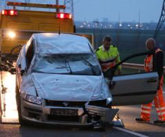 11 april Gewonde na auto over de kop A12 Zevenhuizen
