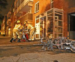 19 juni Bewoner portiekflat ontdekt scooterbrand bij voordeur Schenkweg Den Haag