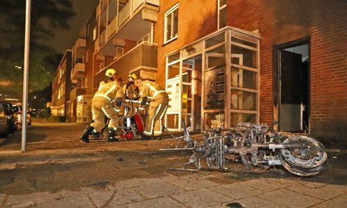 """<h2><a href=""""https://district8.net/19-juni-bewoner-portiekflat-ontdekt-scooterbrand-bij-voordeur-schenkweg-den-haag.html"""">19 juni Bewoner portiekflat ontdekt scooterbrand bij voordeur Schenkweg Den Haag<a href='https://district8.net/19-juni-bewoner-portiekflat-ontdekt-scooterbrand-bij-voordeur-schenkweg-den-haag.html#comments' class='comments-small'>(0)</a></a></h2>  Den Haag - Een bewoner van een portiekflat aan de Schenkweg in Den Haag heeft vannacht ergens voorkomen. De bewoner ontdekte een scooterbrand bij de voordeur van het portiek. Het"""