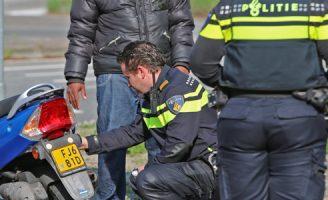 4 april Eén gewonde bij aanrijding tussen twee scooters Componistenpad Delft