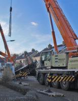 2 maart Mobiele kraan valt op dak van woning Hieronymus Boschstraat Hazerswoude-Dorp