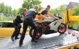 25 juni Motorrijder slaat over de kop door vastzittende rem Van Essendijk Den Haag
