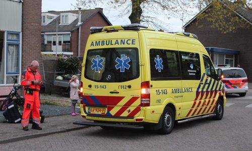 """<h2><a href=""""http://district8.net/24-april-traumahelikopter-vloog-uit-voor-medische-noodsituatie-jonkheer-van-der-welstraat-moerkapelle.html"""">24 april Traumahelikopter vloog uit voor medische noodsituatie Jonkheer van der Welstraat Moerkapelle<a href='http://district8.net/24-april-traumahelikopter-vloog-uit-voor-medische-noodsituatie-jonkheer-van-der-welstraat-moerkapelle.html#comments' class='comments-small'>(0)</a></a></h2>  Moerkapelle - De ambulancedienst uit Haaglanden en het MMT (Mobiel Medische Team ) uit Rotterdam werden maandagavond gealarmeerd voor een medische noodsituatie op de Jonkheer van der Welstraat in Moerkapelle."""