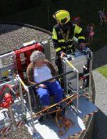 26 mei Brandweer helpt rolstoelers uit de brand na kapotte lift Gasthuislaan 's-Gravenzande