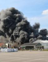 5 kinderen aangehouden na grote brand autosloopbedrijf De Lier