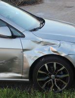 9 juni Pizzabezorger klapt tegen auto op kruising Steenenburchweg ´s-Gravenzande