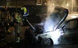 8 november Half jaar oude auto gaat in vlammen op Zonneoord Den Haag [VIDEO]