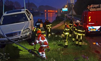 12 mei Auto te water Schieweg Delft