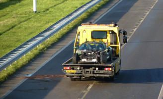 14 december Sportwagen crasht tegen vangrail A4 Delft