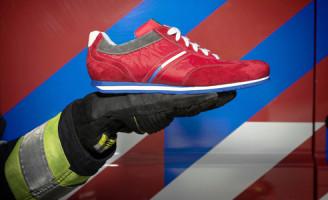 28 januari Knalrode schoenen voor brandweer Nederland