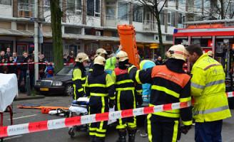 21 januari Brandweer knipt dak van auto na aanrijding Den Haag