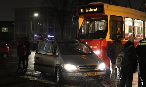 22 januari aanrijding tussen auto en tram fruitweg den for Auto en interieur den haag