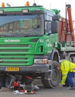 Aanrijding tussen vrachtwagen en scootmobiel