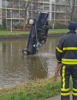 23 januari Brandweer haalt gestolen auto uit water Den Haag