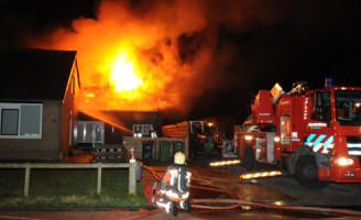 2 februari Grote brand in loods Roelofarendsveen