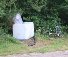 18 juni Brandweer onderzoekt achtergelaten IBC s Schiekade Schiedam