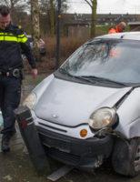 8 maart Bestuurder vlucht na kantelen personenauto Van Oldenbarneveldtstraat Vlaardingen