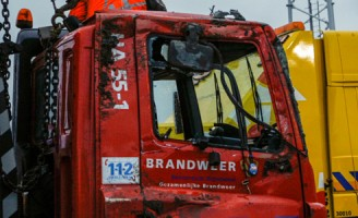 17 mei Brandweerwagen kantelt in de bocht
